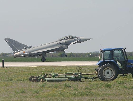 Cazas Eurofighter multinacionales exhiben su poderío en Morón