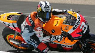 Dani Pedrosa, a bordo de su Honda, concluyó décimo en los entrenos libres de MotoGP.  Foto: Jesús Marín