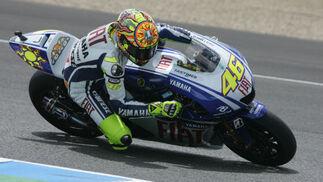 Valentino Rossi, a bordo de su Yamaha, marcó los mejores registros.  Foto: Jesús Marín