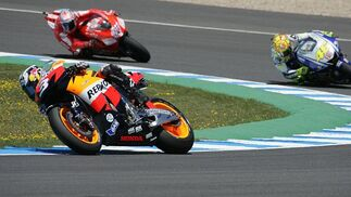 Rossi, Aoyama y Smith, vencedores en el Gran Premio de España en Jerez.   Foto: Jesus Marin