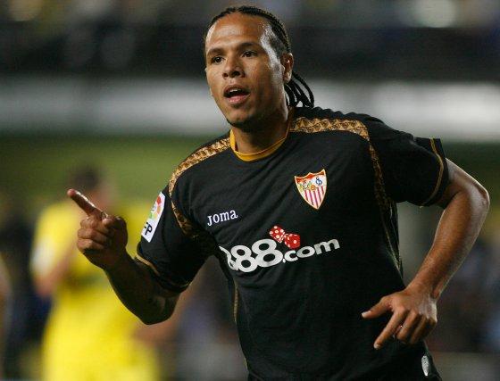 Luis Fabiano celebra el primer gol del encuentro.  Foto: LOF, EFE