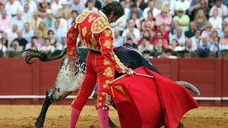Padilla, suave con la muleta a la diestra.  Foto: Juan Carlos Muñoz