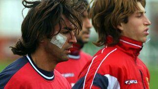 Entrenamiento del Sevilla F.C.: Javi Navarro (a la izquierda), con una herida en la cara. A la derecha, el ahora jugador del Real Madrid, Sergio Ramos.   Foto: Manuel Gómez