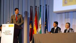 El Príncipe de Asturias, Don Felipe de Borbón se dirige a Rafael Blanco,alcalde en funciones de Córdoba y a Griñán, Presidente de la Junta.   Foto: D.C.