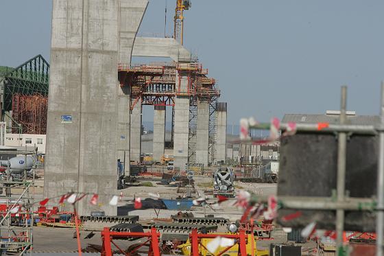 Los vecinos de Astilleros visitan las obras del segundo puente.  Foto: Jesus Marin