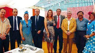 Ediles del PSOE e IU con el decano de los Juzgados portuenses, Miguel Ángel López Marchena, y el nuevo titular de la sala número 2  Foto: Fito Carreto