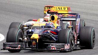 Webber (Red Bull), por delante de Alonso (Renault).  Foto: Reuters / AFP Photo / EFE