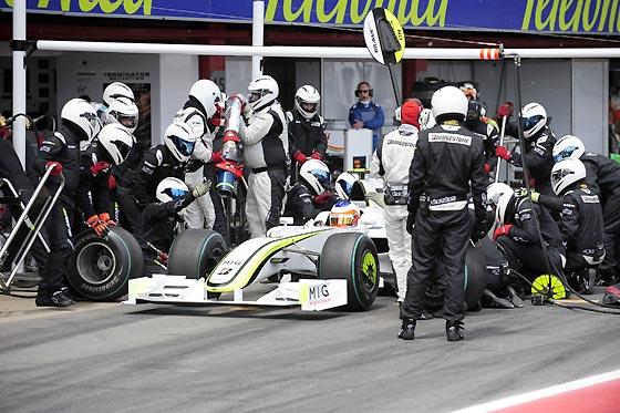 Barrichello (Brawn GP), en 'boxes'.  Foto: Reuters / AFP Photo / EFE