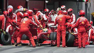 Massa (Ferrari), en 'boxes'.  Foto: Reuters / AFP Photo / EFE