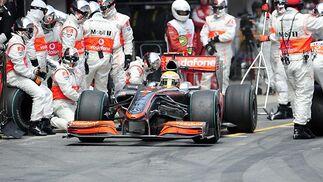 Hamilton (McLaren-Mercedes), en 'boxes'.  Foto: Reuters / AFP Photo / EFE
