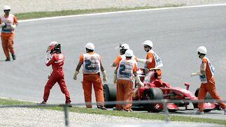Kimi Raikkonen abandona su Ferrari. No pudo terminar la carrera.  Foto: Reuters / AFP Photo / EFE