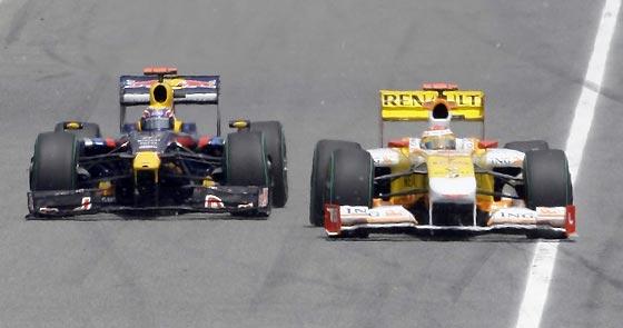 Webber (Red Bull) y Alonso (Renault).  Foto: Reuters / AFP Photo / EFE