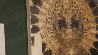Ancla realizada en oro y perlas de la Virgen.  Foto: Victoria Hildago