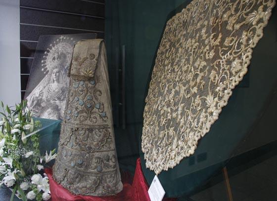 La saya realizada con un traje de torear de Juan Belmonte y toca de sobremanto se pueden ver en Ochoa.   Foto: Victoria Hildago