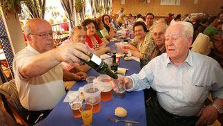 Inauguración de la caseta de los mayores.  Foto: Vanesa Lobo/Pascual