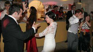 Una pareja de recién casados se fue a celebrar su enlace en la Feria.  Foto: Vanesa Lobo/Pascual