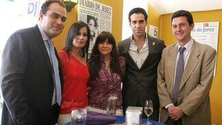 Ismael Jordi y su esposa María Ángeles García, junto a Raquel Fernández, David Fernández y Miguel Berraquero.  Foto: Vanessa Lobo