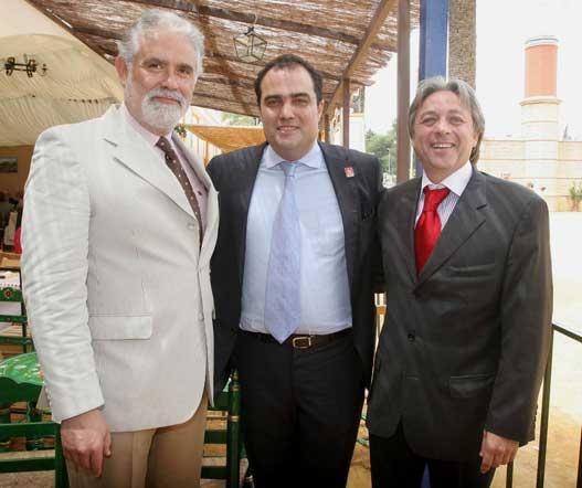 Antonio Sánchez Mejías y Antonio Gálvez, del Grupo Gálvez, junto al director del Diario.  Foto: Vanessa Lobo