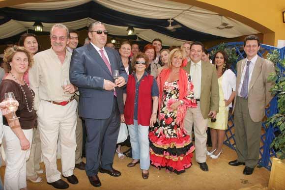 La presidenta de OPC España, Chon Durán, y Helena Weinstein, de OPC en Portugal, junto a empresarios de Jerez Convention Bureau.    Foto: Vanessa Lobo