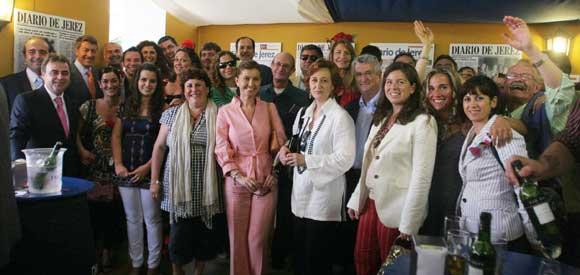 La diputada provincial de Turismo y delegada municipal, Irene Canca, junto a representantes del sector turístico de la ciudad y el conjunto de la provincia, y miembros del Patronato Provincial de Turismo.  Foto: Vanessa Lobo