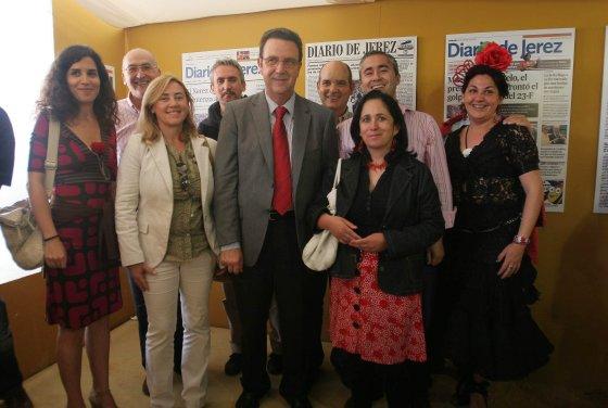 El delegado municipal de Educación, Juan Salguero, en compañía de personal técnico municipal y las redactoras Pilar Nieto y Arancha Cala.  Foto: Vanesa Lobo