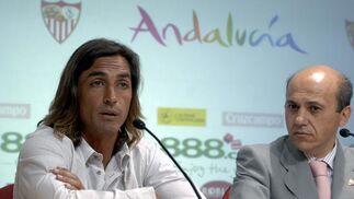 Javi Navarro en un momento de la conferencia.  Foto: Manuel Gómez