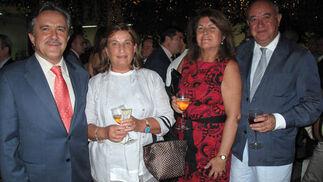 Rafael Camacho, consejero delegado de Sadiel; Rosa Hafner (Andalucía Inmobiliaria); Isabel González Valverde, y Eduardo Martín Acontina.  Foto: Victoria Ramírez