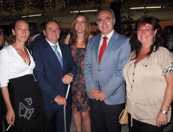 Susana López, presidenta de la Asociación de Empresarias de Sevilla (AES); José Manuel Flores, presidente de CEAT; Silvia Rodríguez (Agencia Idea), Moisés Sampedro, secretario general de CES, y Luisa Changuaceda (AES).  Foto: Victoria Ramírez