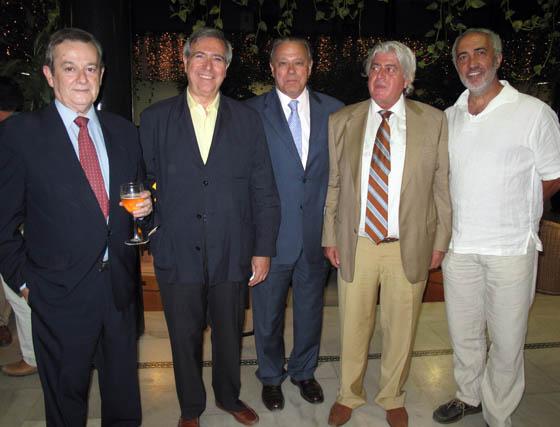 Francisco Mencía (Elimco); Manuel Ángel Martín, presidente de la Comisión Económica de la CEA; Ángel Ojeda, presdiente de Prescal; el abogado Fernando Yélamos y el periodista Santiago Sánchez Traver.  Foto: Victoria Ramírez