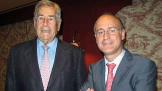 Juan de Porres y Francisco Velasco, director de la delegación de EOI en Sevilla.  Foto: Victoria Ramírez