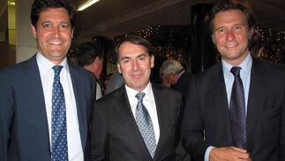 Leopoldo Parias, socio de Deloite; Mariano Múñoz (Merkamueble) y Felipe del Cuvillo (Grupo Inmark).  Foto: Victoria Ramírez