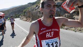La competición partió desde los anexos del párking de la Alhambra a las siete de la mañana. Trincheri se levantó con el pie derecho y mostró una superioridad aplastante desde el inicio de la carrera.  Foto: Miguel Rodriguez