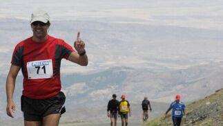 La Subida al Veleta es una carrera de extrema dureza que alcanza una altitud de 3.390 metros y recorre una distancia de 50 kilómetros. Pero esto no es un inconveniente, sino un reto.  Foto: Miguel Rodriguez