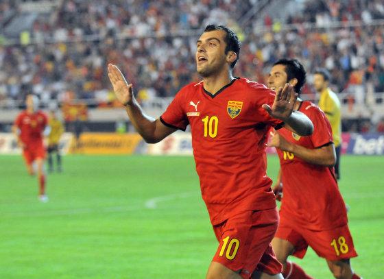 Pandev celebra uno de sus dos goles ante España. EFE
