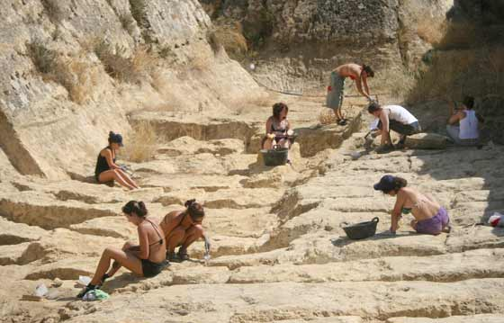 Una decena de personas trabajan en las excavaciones  Foto: Belén Vargas
