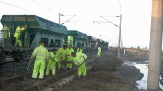 El martes por la tarde se restableció el servicio gracias a la apertura de una de las dos vías. FOTO:EFE