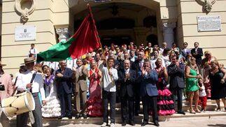 La comitiva salió desde el Ayutamiento tras la tradicional foto de familia y el tradicional baile de una malagueña. FOTO: Migue Fernández