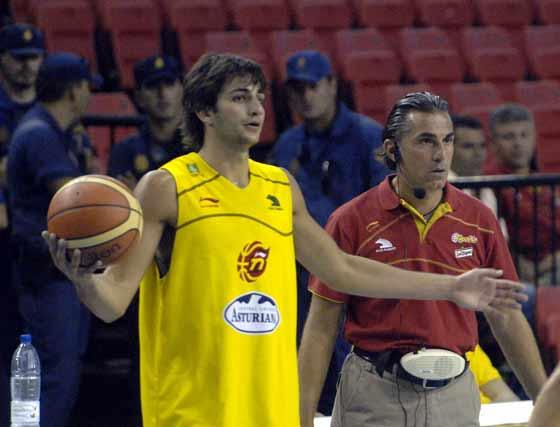 Ricky se dispone a lanzar un saque.  Foto: Manuel Gómez