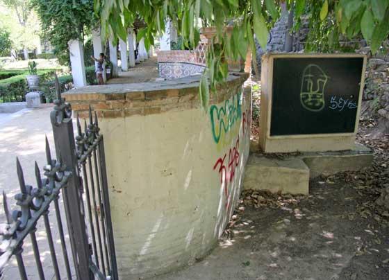 Lugares emblemáticos del parque lucen con antiestéticas pintadas.  Foto: B.Vargas