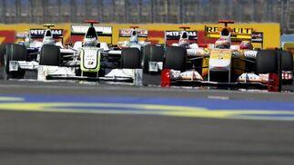 Barrichello y Alonso durante el Gran Premio de Europa