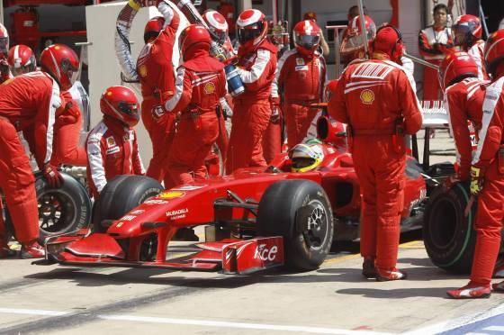 La escudería Ferrari, Luca Badoer, en los boxes del Gran Premio de Europa