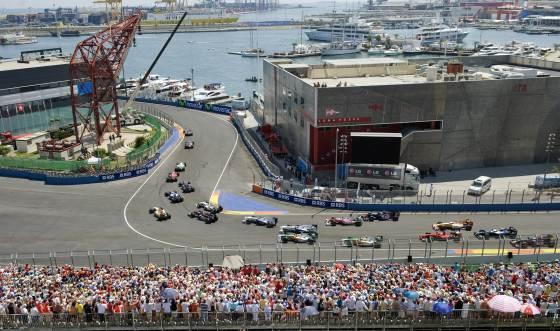 Los monoplazas participantes en la carrera, liderados por Hamilton