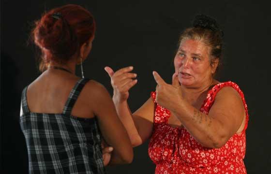 Las protagonistas se toman en serio su papel.  Foto: Victoria Hidalgo