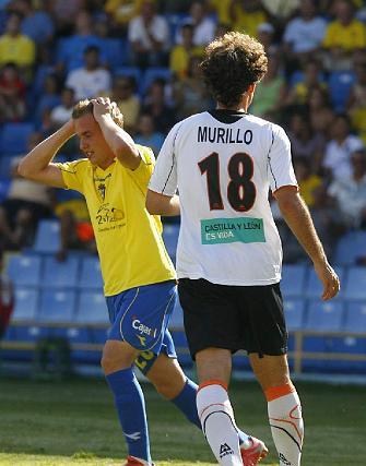 Abraham se lamenta tras una ocasión desperdiciada por los amarillos en presencia de Murillo.  Foto: Lourdes de Vicente y Joaquin Hernandez Kiki