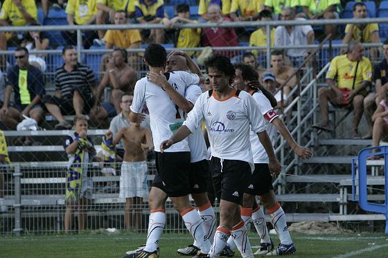 Los jugadores del Salamanca celebran el 1-0, obra de Akinsola.   Foto: Lourdes de Vicente y Joaquin Hernandez Kiki