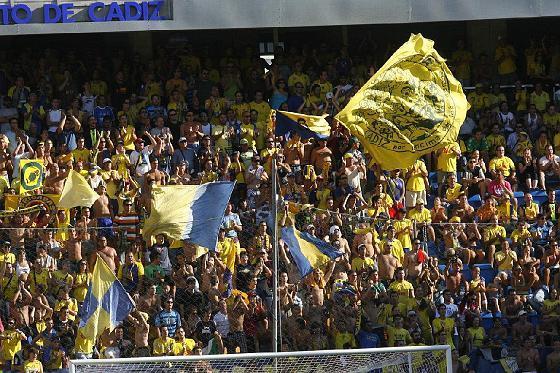 La afición cadista celebró su vuelta a Segunda División.   Foto: Lourdes de Vicente y Joaquin Hernandez Kiki