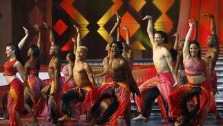 Bailes tradicionales en el arranque de la gala.  Foto: Agencias