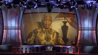 Mandela dedica unas palabras a los asistentes al acto.  Foto: Agencias