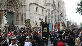 Los banderines de todas las formaciones.  Foto: Jose Angel Garcia