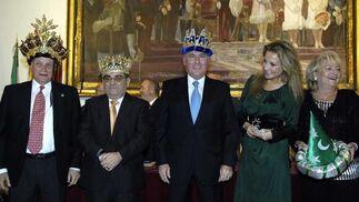 Los tres Reyes Magos posan con sus coronas puestas.  Foto: Manuel Gómez